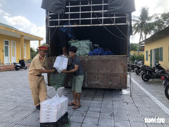 Chặn đứng hơn 24.000 gói thuốc lá lậu trên đường vào Đà Nẵng tiêu thụ - Ảnh 1.