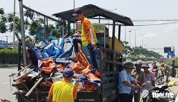 Lập chốt an ninh, chống móc túi tại trạm xe buýt trước KDL Suối Tiên - Ảnh 1.