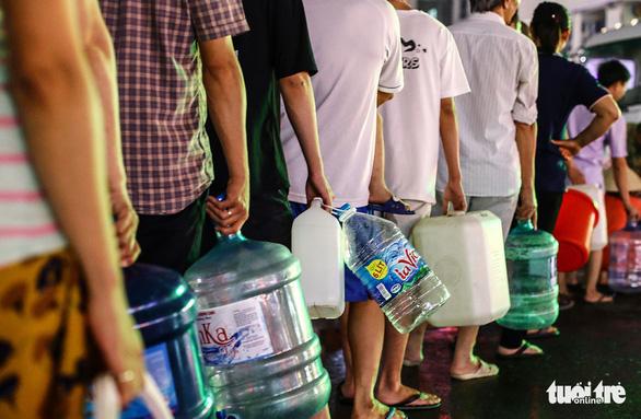 Nước bẩn ở Hà Nội: Dân đề nghị xử nghiêm, đòi Viwasupco bồi thường - Ảnh 1.
