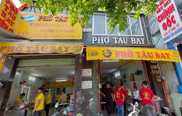 Sài Gòn có phở Tàu Bay, ăn tô xe lửa cả ngày... chán cơm - Ảnh 2.
