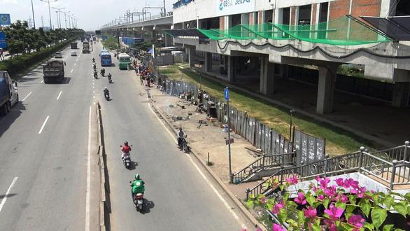 Lập chốt an ninh, chống móc túi tại trạm xe buýt trước KDL Suối Tiên - Ảnh 3.