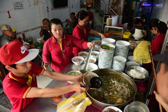 Sài Gòn có phở Tàu Bay, ăn tô xe lửa cả ngày... chán cơm - Ảnh 3.