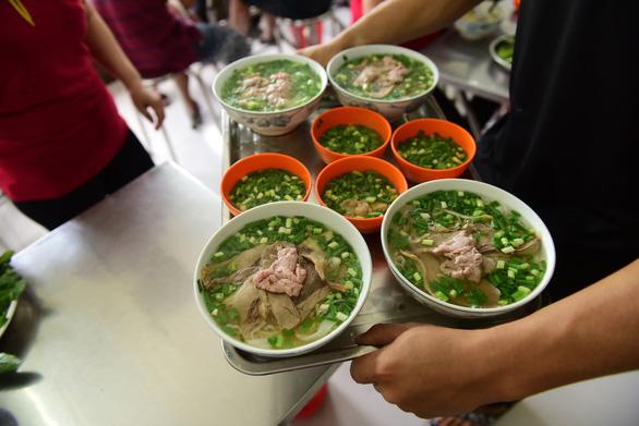 Sài Gòn có phở Tàu Bay, ăn tô xe lửa cả ngày... chán cơm - Ảnh 4.