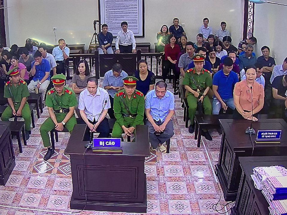 Chủ tọa phiên tòa gian lận thi ở Hà Giang: Nhờ xem điểm được nâng điểm là điều rất vô lý - Ảnh 2.