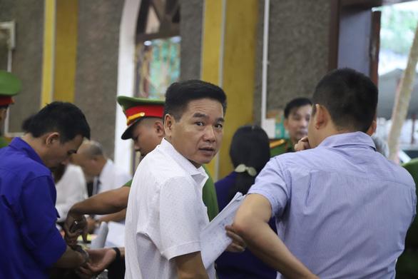 Cựu phó giám đốc Sở GD-ĐT tỉnh Sơn La khai bị ép cung - Ảnh 1.