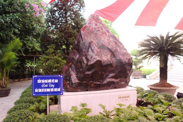 Kiểm toán nhà nước tặng khối đá quý 14 tấn cho Thừa Thiên Huế - Ảnh 1.