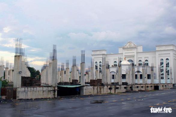 Khu phức hợp không phép 22.000 m2 sừng sững giữa trung tâm Biên Hòa - Ảnh 1.
