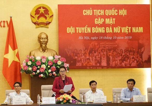 Chủ tịch Quốc hội Nguyễn Thị Kim Ngân: Thành tích của bóng đá nữ khiến bóng đá nam phải mơ ước - Ảnh 1.
