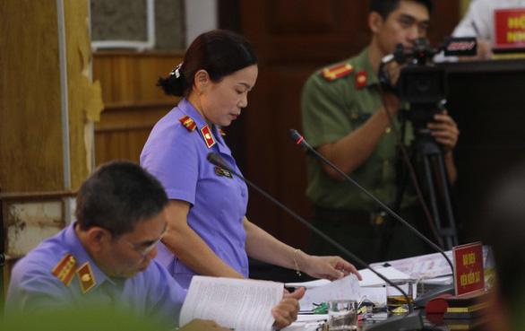 Xử vụ gian lận thi cử ở Sơn La: VKS đề nghị trả hồ sơ làm rõ hành vi đưa, nhận hối lộ - Ảnh 1.