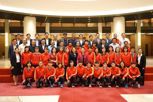Chủ tịch Quốc hội Nguyễn Thị Kim Ngân: Thành tích của bóng đá nữ khiến bóng đá nam phải mơ ước - Ảnh 5.