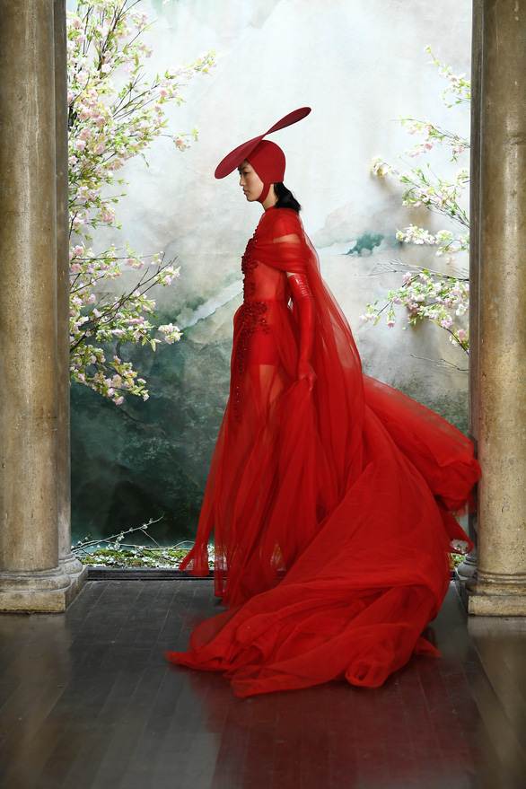 Phương My được sánh ngang Vera Wang, Valentino trên Harper's Bazaar - Ảnh 1.
