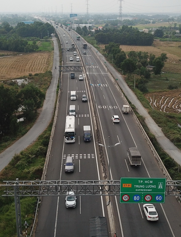 Tài xế chê đường cao tốc TP.HCM - Trung Lương, quay lại đi quốc lộ 1 - Ảnh 1.