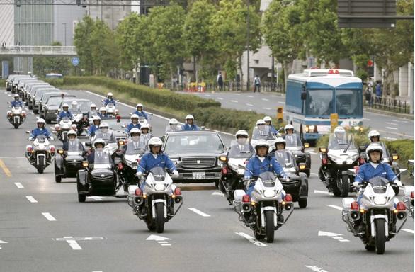 Nhật hoàng dời lễ diễu hành lên ngôi để lo cho nạn nhân bão Hagibis - Ảnh 2.