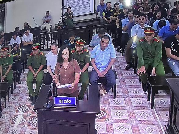 Bà Triệu Thị Chính nức nở nói bị mang tiếng là em ông Triệu Tài Vinh - Ảnh 2.
