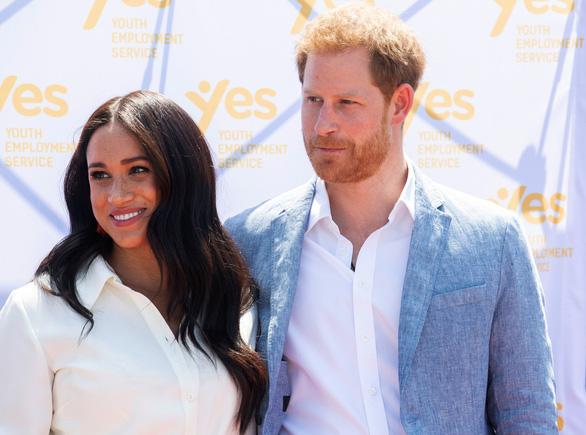 Vợ hoàng tử Harry khó khăn vượt qua điều tiếng khi vừa mới sinh con - Ảnh 1.