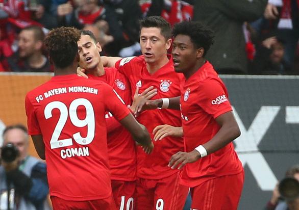 Bị Augsburg cầm chân phút bù giờ, Bayern Munich lỡ cơ hội chiếm ngôi đầu - Ảnh 2.