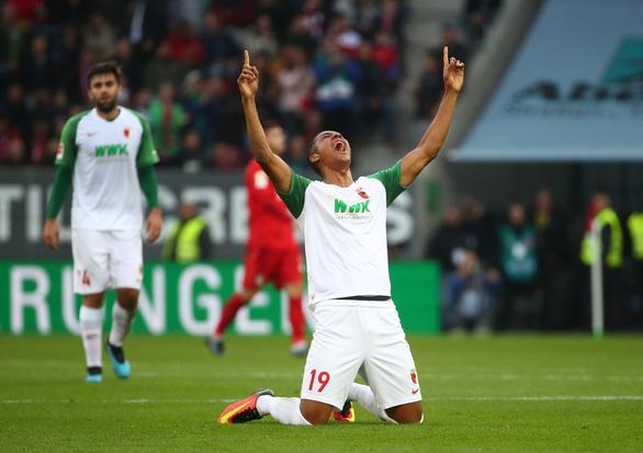 Bị Augsburg cầm chân phút bù giờ, Bayern Munich lỡ cơ hội chiếm ngôi đầu - Ảnh 3.