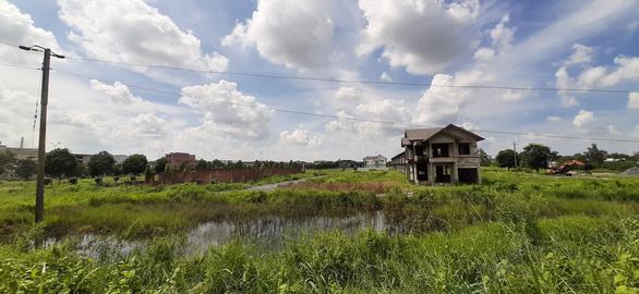 Hai bức tranh trái ngược trong việc thu hồi và giao đất ở Vĩnh Long - Ảnh 3.