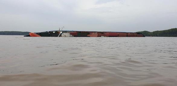 Tàu container chìm ở sông Lòng Tàu, Cần Giờ - Ảnh 2.