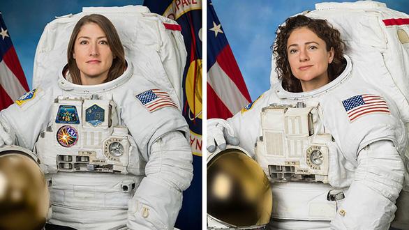 Lần đầu tiên toàn chị em phụ nữ đi bộ ngoài không gian - Ảnh 1.