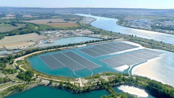 Pháp khánh thành nhà máy năng lượng mặt trời lớn nhất châu Âu - Ảnh 1.