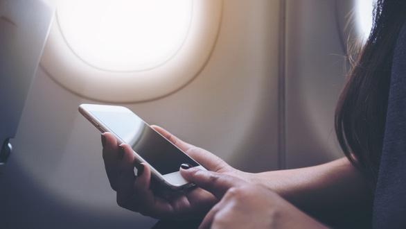 Chuyện gì xảy ra nếu không chuyển điện thoại sang chế độ máy bay? - Ảnh 1.