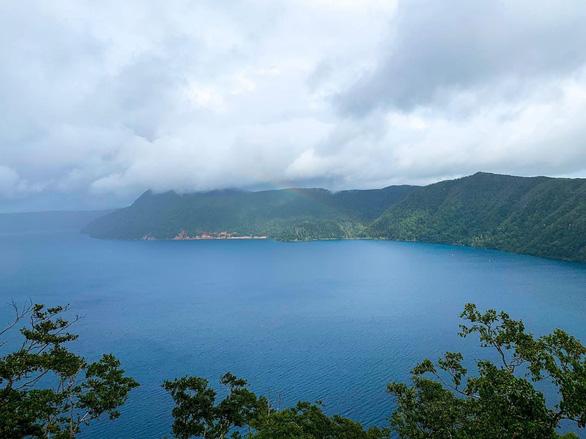 Bí ẩn hồ nước nhìn xuống là gặp xui xẻo ở Nhật Bản - Ảnh 2.