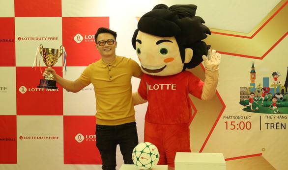 Don Nguyễn, Diệu Nhi làm bảo mẫu cho Cầu thủ nhí - Ảnh 2.