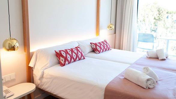 Khách sạn dành cho nữ, cấm đàn ông bén mảng, kể cả người thân - Ảnh 2.