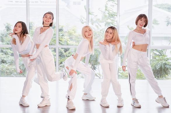 Chiều fans hết mức, MLee tung thêm Yêu đi chờ chi phiên bản dance - Ảnh 2.