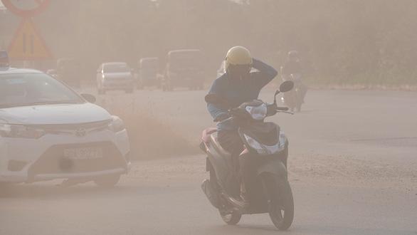 Biết trước ô nhiễm không khí, sao không phát cảnh báo mà đợi tới 3 tuần? - Ảnh 1.