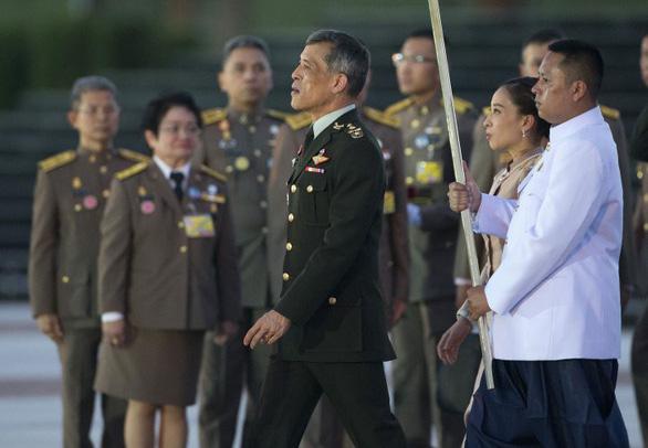 Quốc vương Thái Lan thâu tóm thêm quân, mở rộng quyền lực - Ảnh 1.