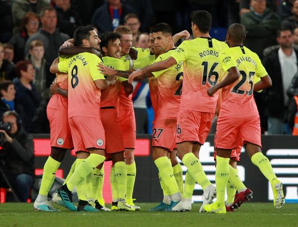 Jesus và Silva ghi bàn đẳng cấp, M.C tìm lại niềm vui chiến thắng - Ảnh 2.