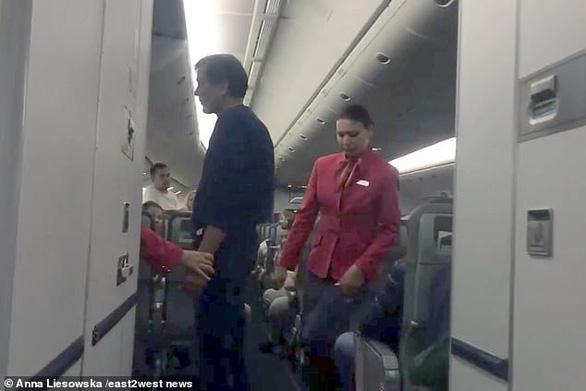 Nhớ đời với chuyến bay có 4 ông say rượu - Ảnh 3.