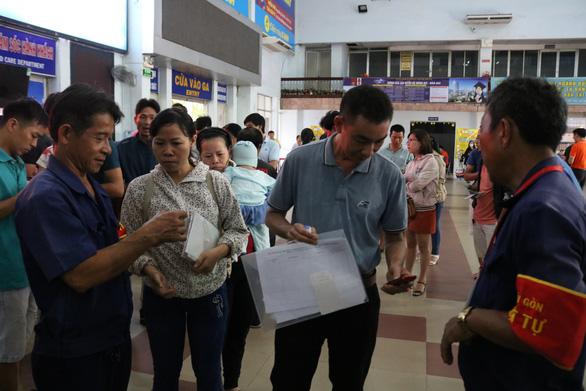 Chỉ một giờ mở bán, hơn 37.000 vé tàu Tết đã được đăng ký mua - Ảnh 1.