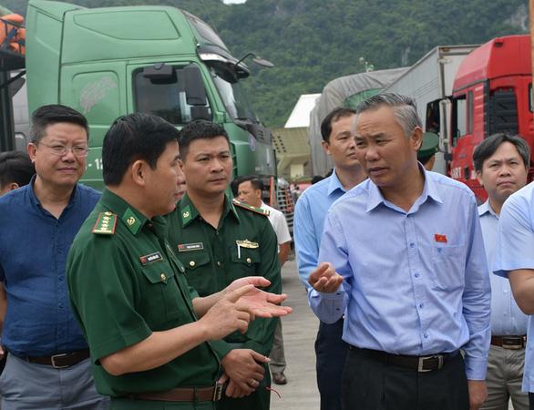 500 xe container nông sản ùn tắc ở cửa khẩu Tân Thanh - Ảnh 2.