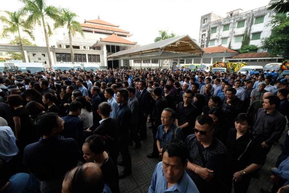 Hàng ngàn người tiễn biệt cố Thứ trưởng Bộ GD-ĐT Lê Hải An - Ảnh 24.