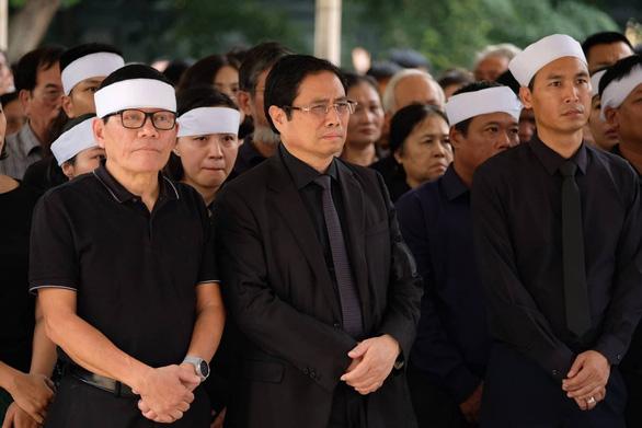 Hàng ngàn người tiễn biệt cố Thứ trưởng Bộ GD-ĐT Lê Hải An - Ảnh 9.