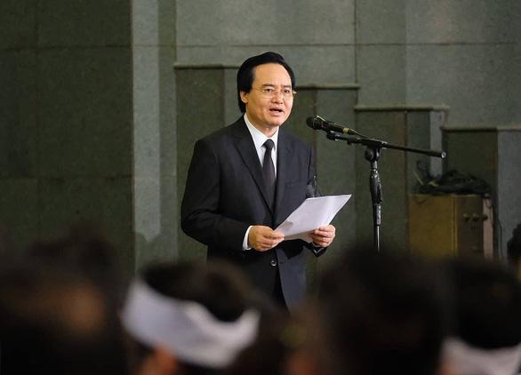 Hàng ngàn người tiễn biệt cố Thứ trưởng Bộ GD-ĐT Lê Hải An - Ảnh 10.