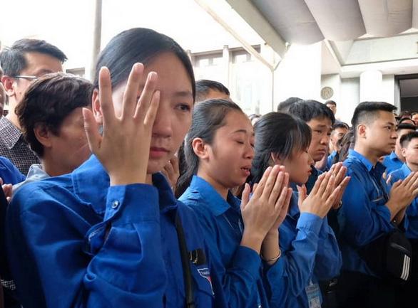 Hàng ngàn người tiễn biệt cố Thứ trưởng Bộ GD-ĐT Lê Hải An - Ảnh 22.