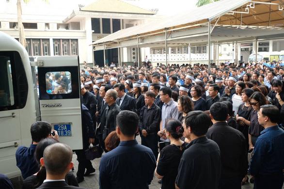 Hàng ngàn người tiễn biệt cố Thứ trưởng Bộ GD-ĐT Lê Hải An - Ảnh 23.