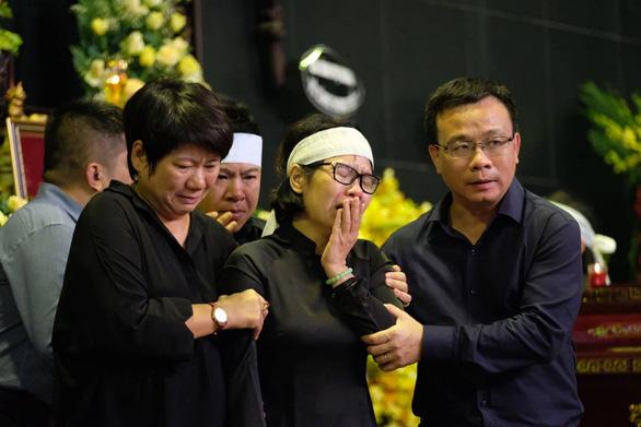 Hàng ngàn người tiễn biệt cố Thứ trưởng Bộ GD-ĐT Lê Hải An - Ảnh 20.