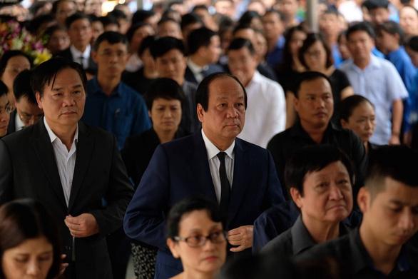 Hàng ngàn người tiễn biệt cố Thứ trưởng Bộ GD-ĐT Lê Hải An - Ảnh 15.
