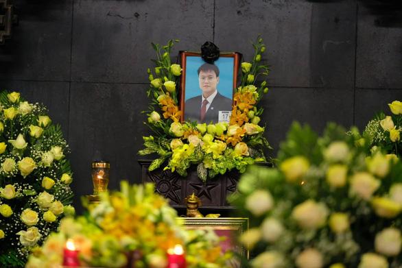 Hàng ngàn người tiễn biệt cố Thứ trưởng Bộ GD-ĐT Lê Hải An - Ảnh 12.