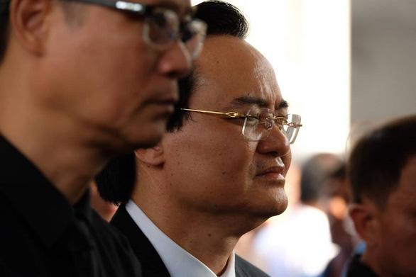 Hàng ngàn người tiễn biệt cố Thứ trưởng Bộ GD-ĐT Lê Hải An - Ảnh 25.