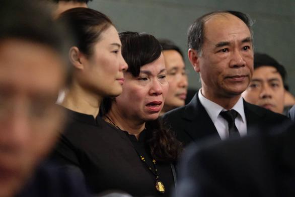 Hàng ngàn người tiễn biệt cố Thứ trưởng Bộ GD-ĐT Lê Hải An - Ảnh 16.