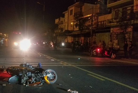 2 xe máy tông thẳng mặt trên đường song hành xa lộ Hà Nội, 3 người thương vong - Ảnh 3.