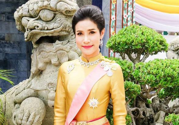 Mới được sắc phong chưa đầy 3 tháng, quý phi Thái Lan đã bị hủy mọi tước hiệu - Ảnh 1.