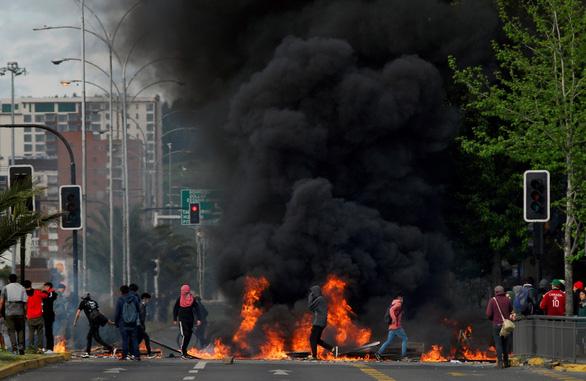 Truyền thông Trung Quốc: phương Tây biểu tình ầm ầm do học theo Hong Kong - Ảnh 1.