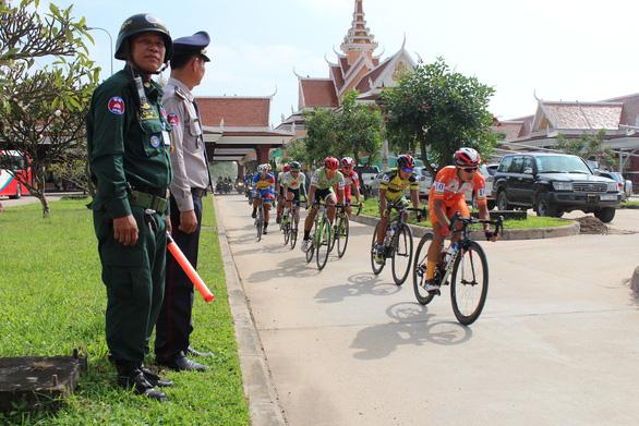 Tay đua người Tây Ban Nha giúp ê-kíp TP.HCM thắng lớn tại Campuchia - Ảnh 1.